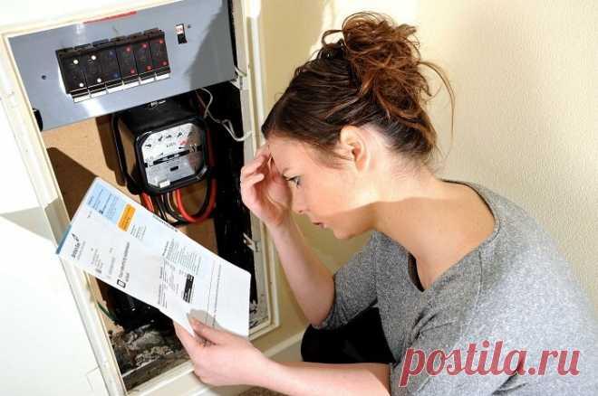 Нам поменяли счетчики за счет энергокомпании. Теперь за электричество платим втрое больше прежнего Мы живем в собственном частном доме. Уже давно, больше 15 лет. Когда строились, естественно, поставили счетчик на электроэнергию, его опломбировали и регулярно платили за свет. … Читай дальше на сайте. Жми подробнее ➡