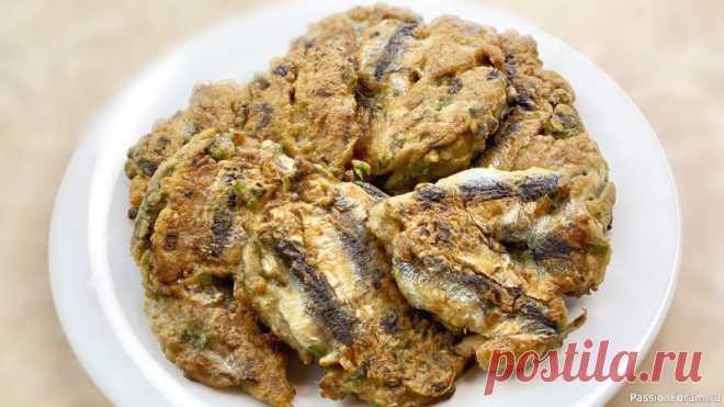 Биточки из тюлечки по-одесски рецепт | Кулинария Вкусные одесские биточки из тюльки за 10 минут. Простой, недорогой и быстрый рецепт.Ингредиенты:   Тюлька - 1 кг (неочищенная) или 500 г. (очищенная)  Заленый лук - 1 пучок  Яйца куриные - 3 шт.  Мука пшеничная - 2 ст.л  Соль - 1 щепотка  Специи - по вкусу СМОТРИТЕ ТАКЖЕ:  ▶ Рыба и...