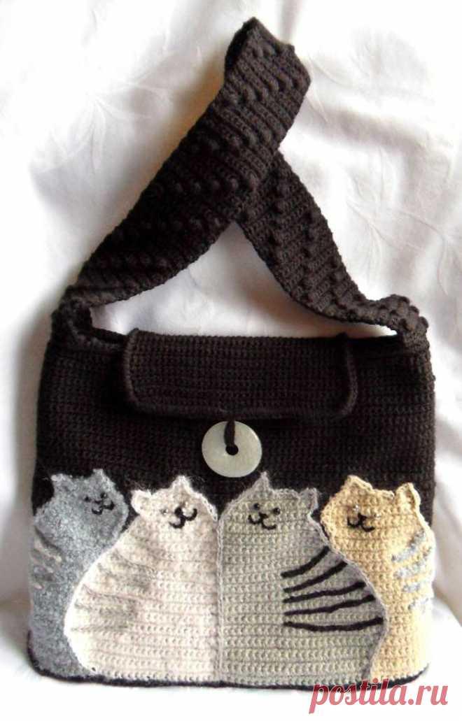 Вязанная крючком сумка Коты – HandMade39.ru Вязанная крючком сумка Коты - мастер-класс. Коты - рисунок-схема. Как связать ручку и овальное дно сумки. вязаные сумки авторской работы заказать, купить.
