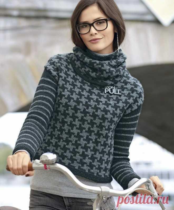Джемперы связаные спицами: А-силуэт, косы, листочки, жаккардовый узор. Модели с описанием и схемами.   Вязание