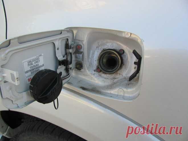 Чем грозит появление шипения при открытии крышки бензобака? | Автомеханик | Яндекс Дзен