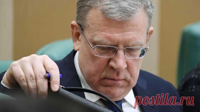 Локдауна не будет: что заложено в новом проекте бюджета В проекте бюджета на 2021 год не закладывается второй жесткий локдаун для бизнеса. Об этом заявил глава Минэкономразвития Максим Решетников. Министр прогнозирует рост экономики на 3% после обвала в этом году почти на 4%. Но председатель Счетной палаты РФ Алексей Кудрин назвал готовящийся бюджет нереалистичным, поскольку в нем не просчитаны последствия пандемии и не хватает стимулирующих мер.