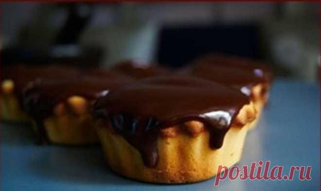 Сливочные пирожные с шоколадом.