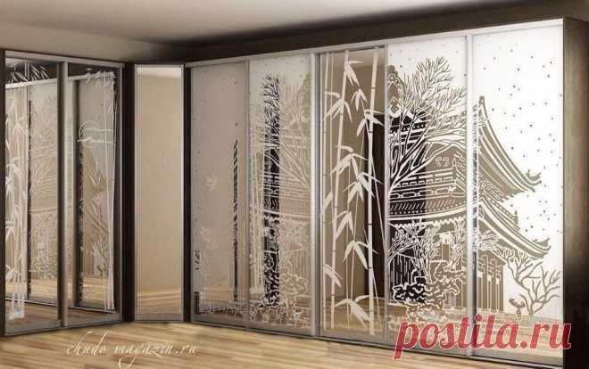Угловой шкаф купе с пескоструйным рисунком на заказ в Москве. Интернет-магазин мебели Chudo-magazin.ru.