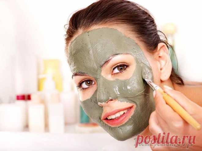 Зеленая глина для лица – маски и свойства Каждая женщина мечтает найти средство, которое максимально отодвинет наступление старости, а значит, сохранит кожу ровной, упругой и сияющей здоровьем. При этом хочется, чтобы это было натуральное и п...