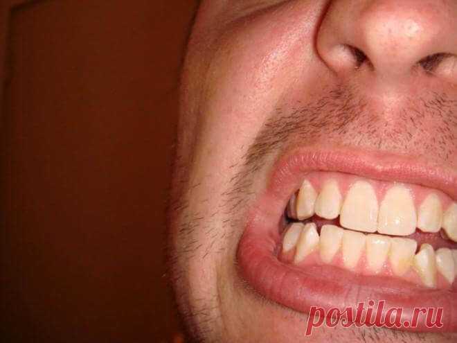 Самый действенный метод избавления от зубной боли! Зубная боль — это кошмар наяву. Нужно немедленно бежать к стоматологу. Но что если у вас нет такой возможности, и придется терпеть день, а то и несколько, прежде чем наступит облегчение.