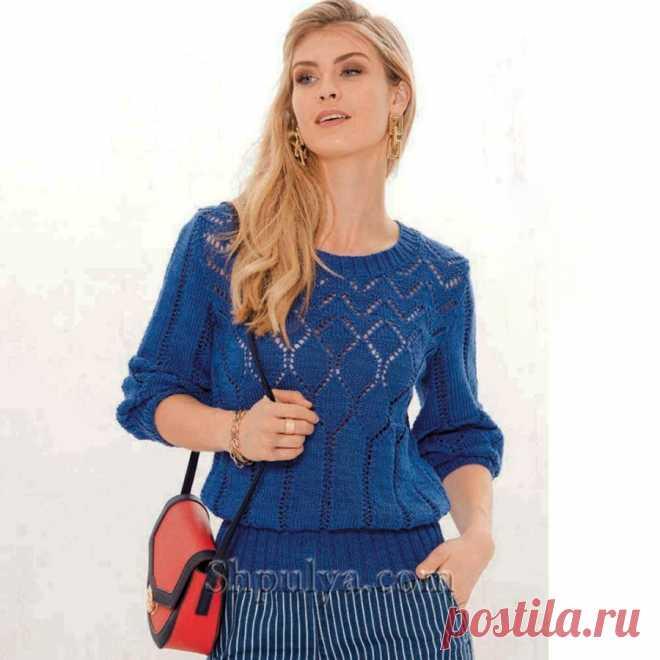 Синий пуловер с дырчатым узором