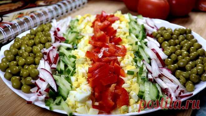 Овощной салат на праздничный стол Простой и легкий салат из овощей с яйцом и зеленым горошком.