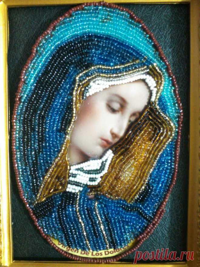 VIRGEN LA DOLOROSA Imagen decorada completamente con chaquiras