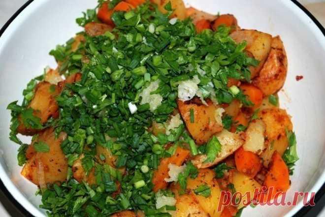 Картошка в рукаве   источник Лучшие рецепты Повара             Картошка в рукавеИнгредиенты:● 1 кг. картофеля,● 1 морковка,● 1 помидорчик,● лучок,● немного специйПриготовление:Просто, полезно и вкусно. Редко встречающи…