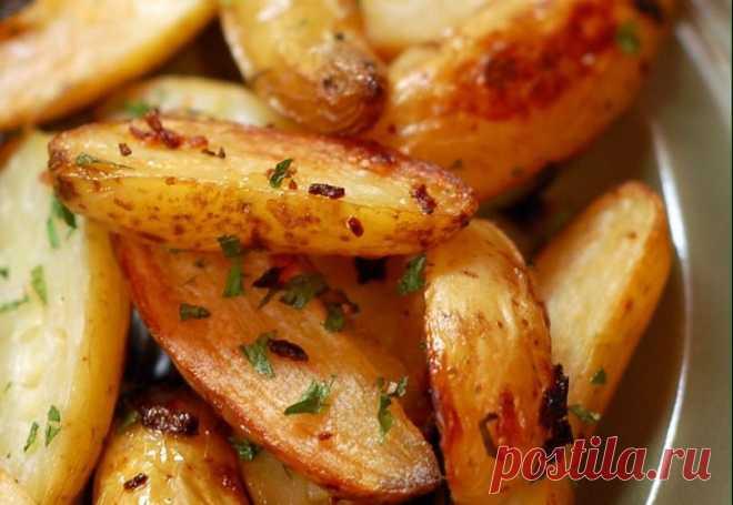 Запеченный картофель в мультиварке - Пошаговый рецепт с фото своими руками Запеченный картофель в мультиварке - Простой пошаговый рецепт приготовления в домашних условиях с фото. Запеченный картофель в мультиварке - Состав, калорийность и ингредиенти вкусного рецепта.