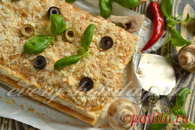 Закусочный торт «Наполеон» с курицей и грибами из готовых коржей Закусочный торт «Наполеон» с курицей и грибами из готовых коржей готовится не сложно, но получается просто шикарно и вполне может стать главным блюдом на праздничном столе.