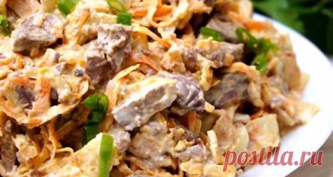 Сытный салат из печени с яичными блинчиками: быстрый ужин