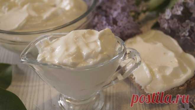 Майонез на молоке без яиц. Получается всегда, готовится за 30 секунд!  =     Молоко (комнатной температуры) – 100мл.     Растительное масло – 200 мл.     Лимонный сок – 2 ст.л.     Горчица готовая – 1 ч.л.     Чеснок сушеный – 1/3ч.л.     Соль – 1/2 ч.л.