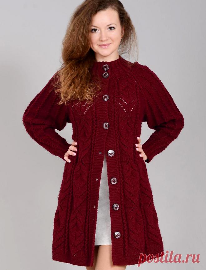 Вязание крючком и спицами - Пальто фантазийным узором и ажурными дорожками