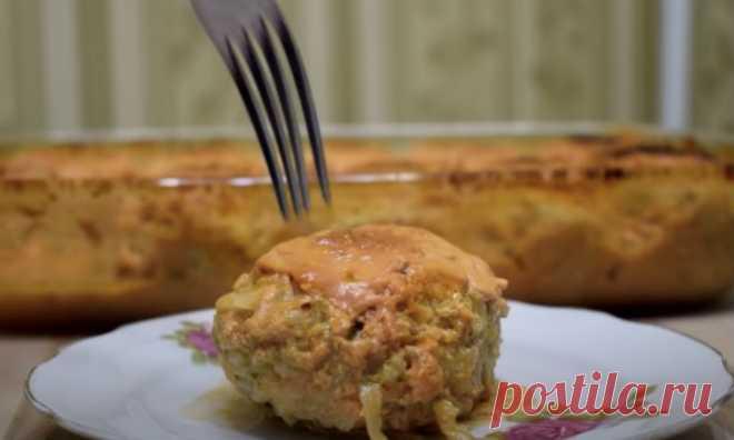 Заливаем котлеты соусом и запекаем полчаса: закуска и гарнир в одном блюде