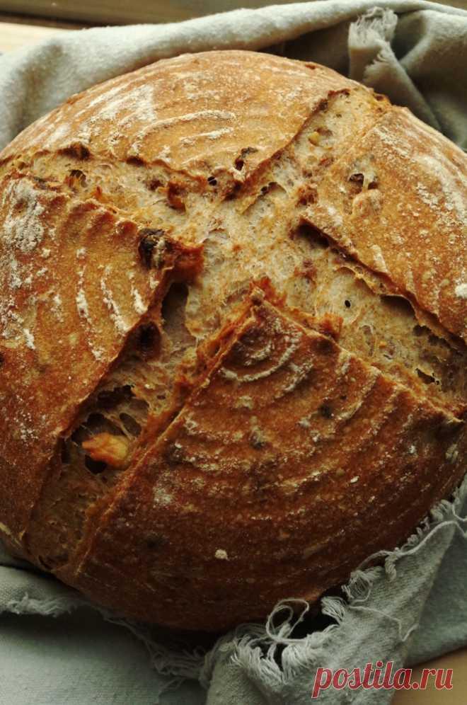 Whole-grain bread with raisin and nuts