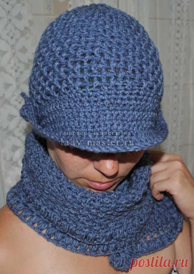 Вязаная шапка с козырьком из синей пряжи, мастер - класс с фото, пошагово