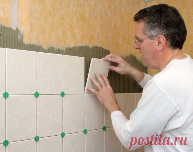 Как выложить плитку в ванной комнате  Практически всегда ванные комнаты отделывают плиткой. Данный способ весьма трудоемок и дорог, зато плиточное покрытие красиво выглядит, также оно долговечно и очень гигиенично. Так что лучше постараться и выложить помещение плиткой, которая будет радовать вас долгие годы.  Вам понадобится - Плитка; - разделительные крестики для плитки; - плиточный клей; - ведро; - зубчатый шпатель; - плиткорез; - кусачки для кафеля; - дрель и сверло дл...
