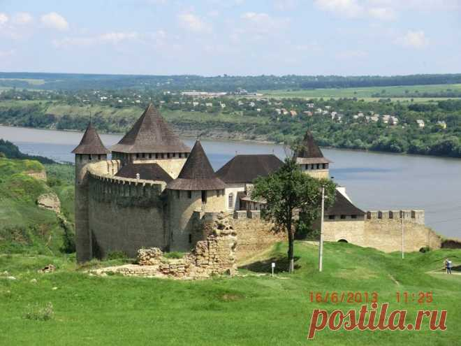 Хотинська фортеця, одна із наймальовничіших і найвеличніших середньовічних фортець в Україні, є також і одним із семи див країни.