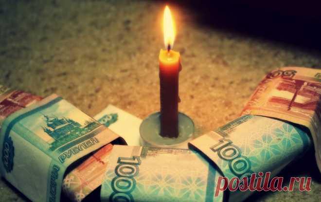 Сильный денежный обряд с церковной свечой: заговор на богатство