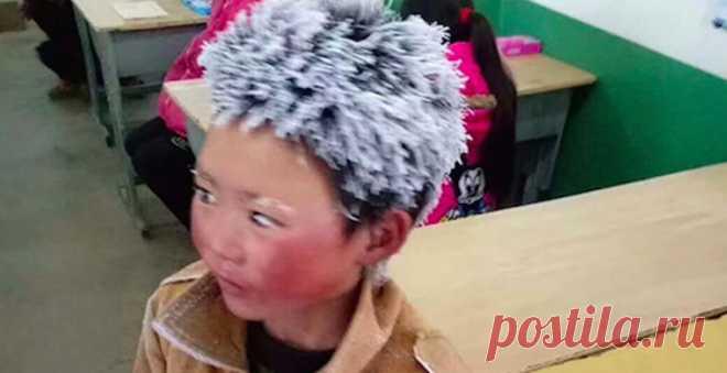 Десятилетний мальчик пришел в школу с белыми от мороза волосами, преодолев пешком 4,5 км при температуре —9°С. Фотография его облика стала вирусной в Сети ___________________ Клуб «Моя Планета» - точка сбора путешественников! Вступайте: