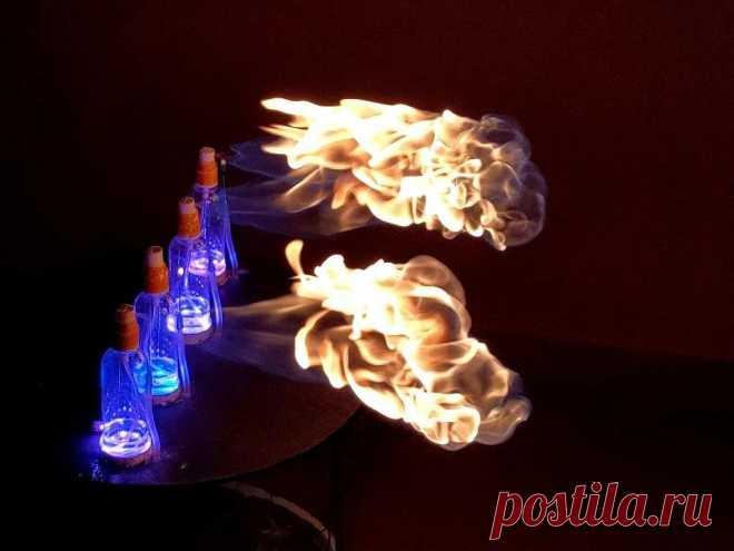Музыкальное светодидно-огненное шоу Музыка, свет, огонь - именно все это решил объединить в своем проекте мастер-самодельщик с ником Raxathor. Синхронизировать свет и музыку не слишком сложно, но мастер решил добавить еще огонь. В качестве основного компонента для получения огня он будет использовать изопропиловый спирт, который