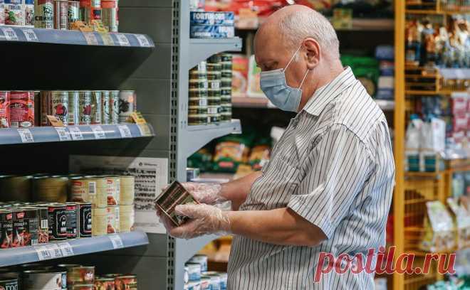 Россияне стали больше экономить из-за роста цен в магазинах. К такому выводу пришли аналитики NielsenIQ. Половина опрошенных ими россиян сохраняют уверенность в своем финансовом положении, но продолжают сокращать расходы
