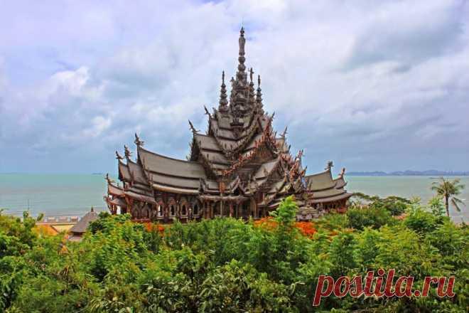 УДИВИТЕЛЬНЫЙ ТАИЛАНД ... Тайцы очень верующий народ и они трепетно относятся к своей религии. В основном здесь процветает буддизм. В каких бы условиях ни жил сам таец, пусть даже в старой хибаре, но рядом с его домом всегда стоит красивый домик духов.