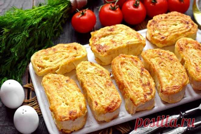 Rolls from an unleavened wheat cake with chicken and cheese.