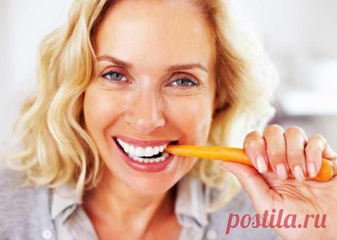 Сила в кожуре: 7 продуктов, которые не нужно чистить перед едой Вы даже не представляете, сколько витаминов и минералов вы ежедневно отправляете в мусорное ведро, когда чистите фрукты и овощи. Есть 7 продуктов, которые гораздо полезнее употреблять вместе с кожурой. Морковь Нет никаких причин чистить морковь перед готовкой, ведь кожура овоща очень тонкая и практически не ощущается. Но срезая этот тонкий верхний слой, вы лишаете корнеплод […] Читай дальше на сайте. Жми подробнее ➡