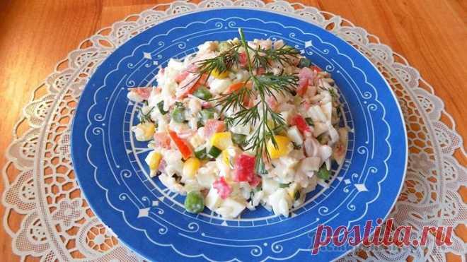 Салат из крабовых палочек с Гавайской смесью овощей Сегодня я решила приготовить салат из крабовых палочек с Гавайской смесью овощей. Такой салат можно назвать овощным салатом с рисом и крабовыми палочками, так как в гавайской смеси присутствует большо...