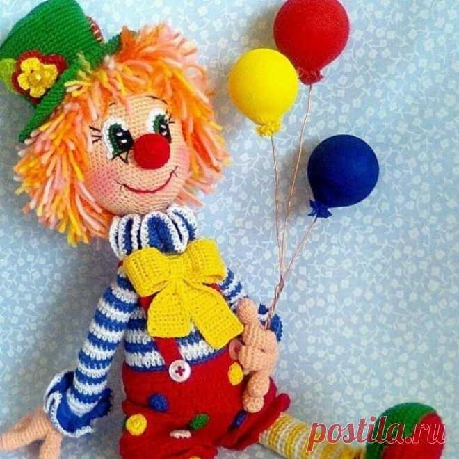 Вяжем задорного клоуна