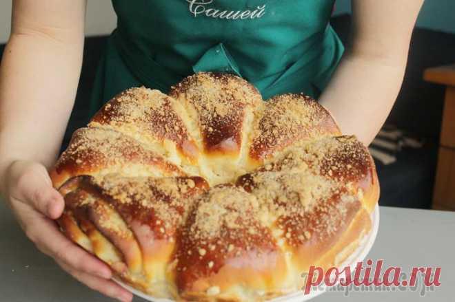 Яблочный пирог Всем привет, друзья, сегодня готовим вот такой необычный яблочный пирог. Внутри сочные яблочки, вкусное, пышное тесто и штрейзельная крошка сверху. Очень советую попробовать. Ингредиенты: Тесто✔Мука -...