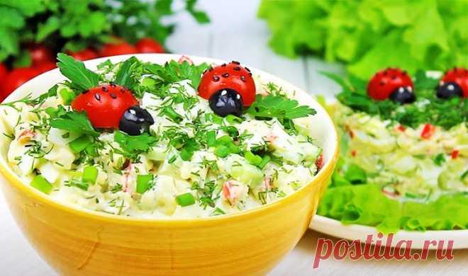 Салат с крабовыми палочками, яйцами и рисом «Божья коровка»