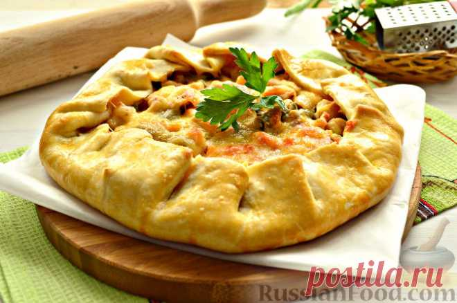 Рецепт Галета с курицей и овощами. Есть несколько видов галет. Как правило, эта выпечка представлена в виде лепешек, печений и пирогов. Французские повара предпочитают галеты с начинкой. Именно такой вид галеты - пирог из песочного теста - предлагается в этом рецепте.