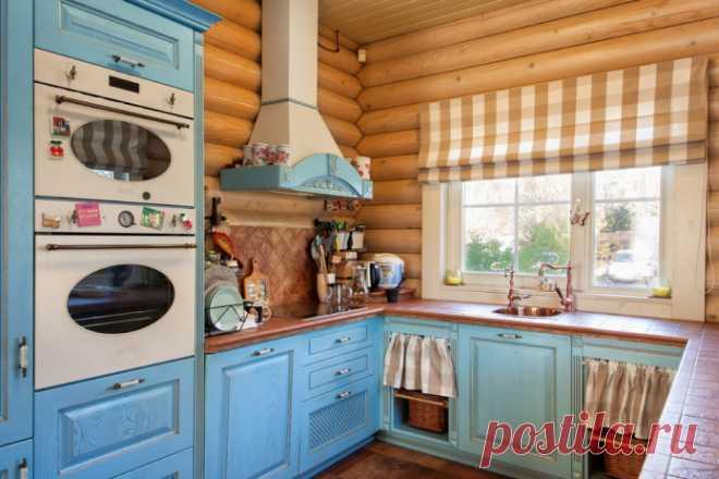 Особенности отделки кухни в деревянном доме Варианты отделки кухни в деревянном доме. Выбор мебели, техники, декора и освещения. Фото в различных стилях. Примеры в кухне-гостиной и маленькой кухне.