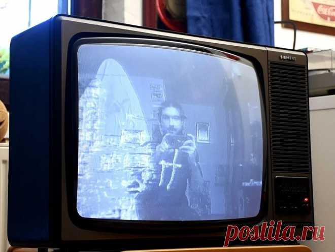 Призрак в вашем телевизоре Если вы еще не выбросили свой старый телевизор, то советую вам ознакомится с этой статьей. Из нее можно узнать, как из него можно сделать крутой гаджет - телевизор с призраком. Наверное, большинство смотрело американские фильмы ужасов (ну или хотя бы фрагменты из них).Как правило такие сюжеты можно