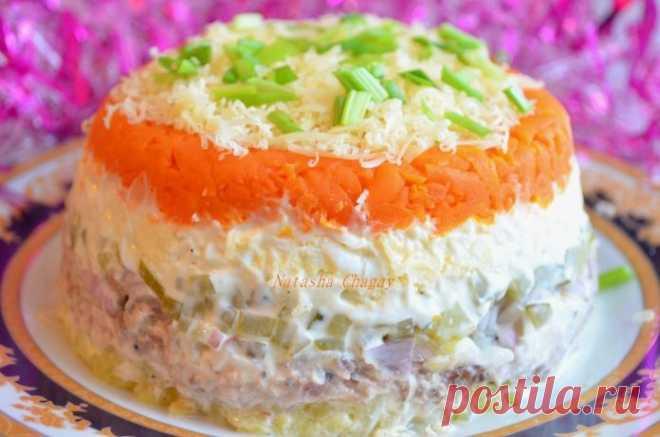 Обалденный салат с рыбой и солеными огурчиками
