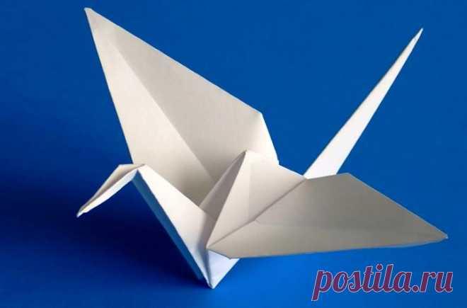 Оригами журавль из бумаги: пошаговые инструкции со схемами для начинающих Журавль – классическая поделка оригами, известная с самого зарождения этого вида искусства. Есть легенда: если сделать тысячу бумажных журавликов и раздарить их близким и знакомым, исполнится самое заветное желание. Чтобы проверить это, нужно научиться складывать фигурку.