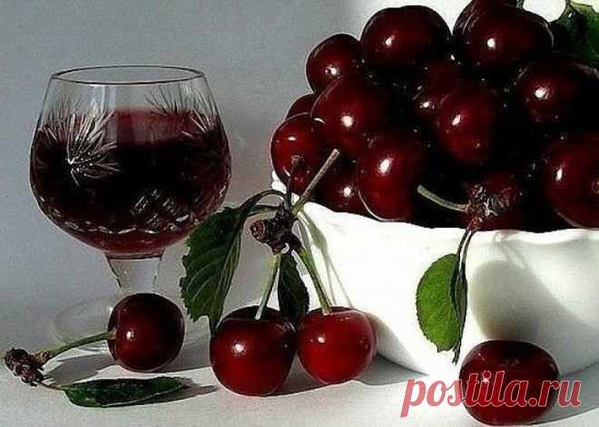 Готовим наливку «ЧЕТЫРЕ НА ЧЕТЫРЕ» Ингредиенты 4 стакана сахара 4 стакана воды 4 стакана ягод 4 стакана...