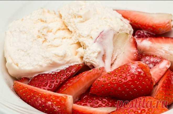 Готовим вкуснейшее мороженое без сливок из доступных продуктов. Готовим вкуснейшее, нежное мороженое без сливок с пикантным молочно - сливочным вкусом из самых простых и доступных продуктов.