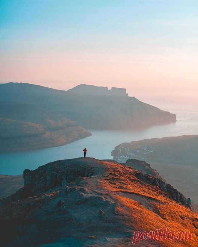 самая высокая гора Фарерских островов. Слаттаратиндур, на высоте 880 метр.