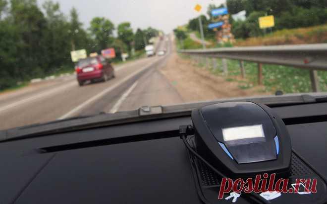 9 способов обмануть камеру ГИБДД (есть и работающие) На любой эффективный способ стать невидимым для камер ГИБДД найдется соответствующий штраф. Можно и водительского удостоверения лишиться. Так что борьба предприимчивых водителей с камерами заведомо проиграна.