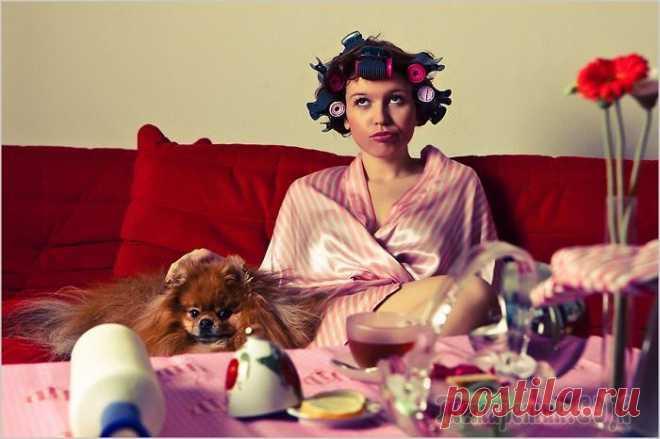 9 тревожных звоночков о том, что в женщине проснулась «тетка» Женщину с синдромом «тетки» легко узнать по вечно уставшему, унылому лицу, привычке обсудить всех вокруг, погоне за скидками и акциями в магазине, а также полному отсутствию красивой, элегантной одежд...