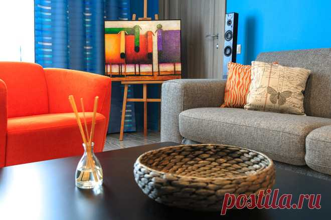 Квартира в синих и оранжевых тонах в московской сталинке