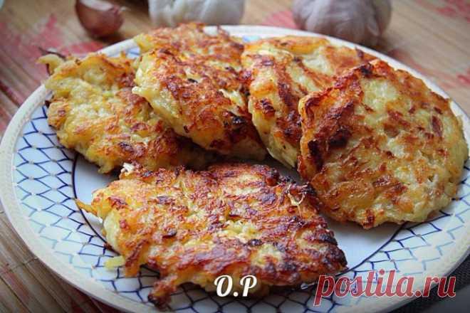 Картофельные оладьи с жаренным лучком — такая вкуснятина, сложно остановиться!