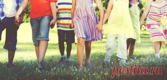 Родительские права: понятие, вступление в права, установление отцовства и ответственность Родительские права в юриспруденции принадлежат к гражданской категории. Они приобретаются, если определенными лицами принято решение воспитывать и содержать детей из приюта или ребят, рожденных от сою...