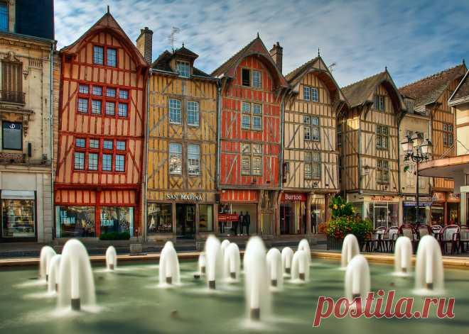 Фахверковые дома во французском городе Труа