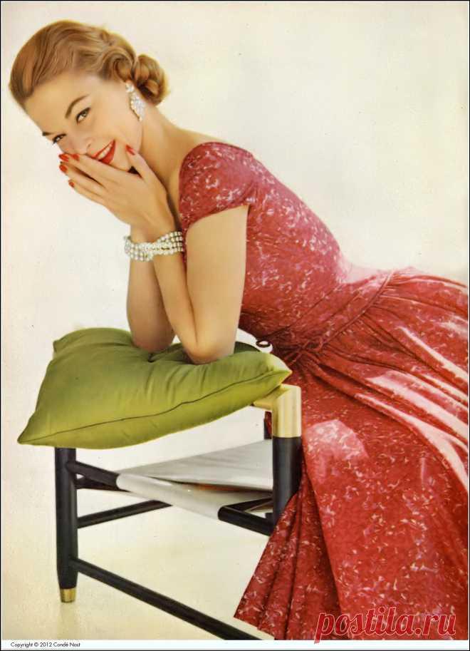 Jean Patchett , photo by Leombruno-Bodi, Vogue, May 15, 1955